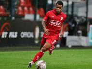 Mathieu Dossevi a caminho do Metz