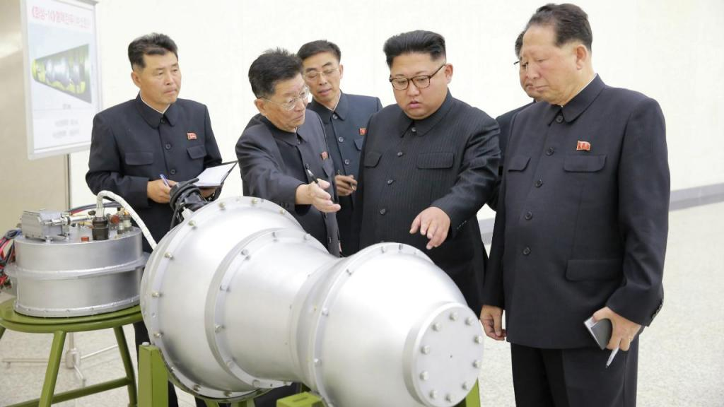 Kim Jong-un inspeciona arsenal
