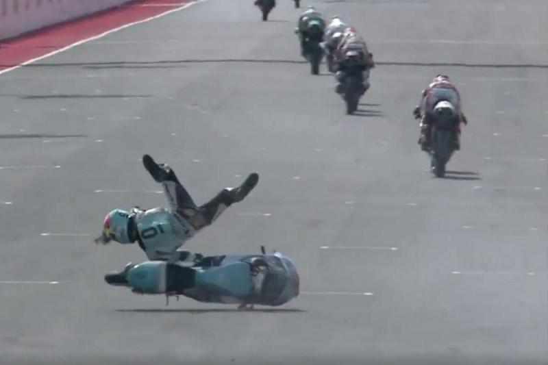 Acidente de Livio Loi - reprodução Twitter MotoGP