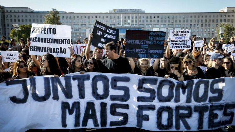Enfermeiros suspendem greve e continuam a negociação