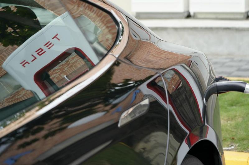 A Tesla retirou temporariamente o limite das baterias dos modelos S e X