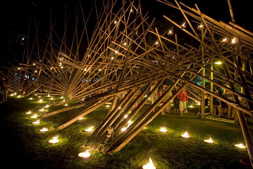 O LUMINA Festival da Luz vai voltar a Cascais com manifestações luminosas únicas, projeções multimédia e plataformas interativas em cerca de 20 obras artísticas de cerca de 40 autores, nacionais e internacionais, que foram desafiados a honrar a natureza.