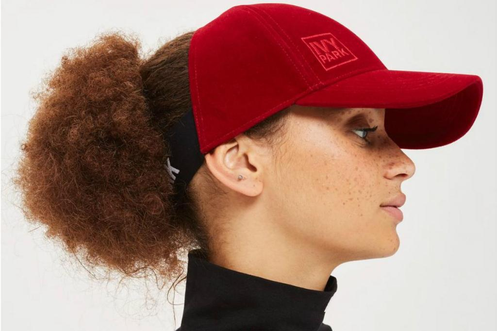Boné afro lançado pela marca de roupa da cantora Beyoncé