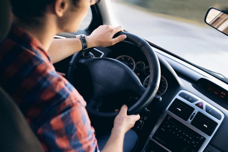 Sabe sentar-se corretamente ao volante?