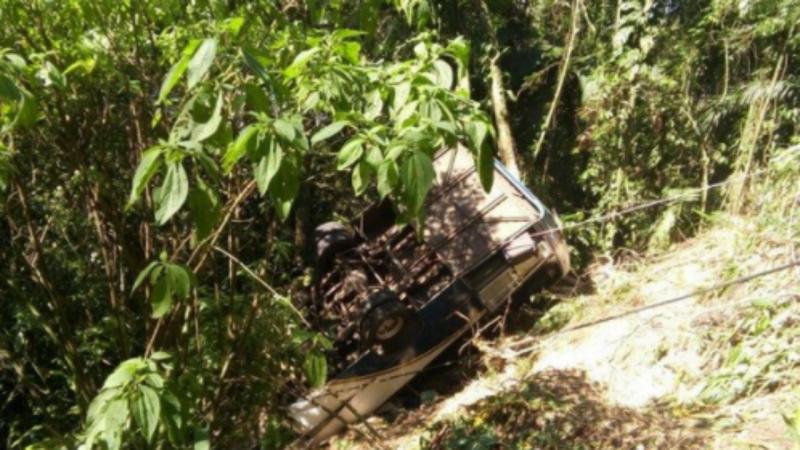 Autocarro cai em ribanceira em Ubatuba, Brasil