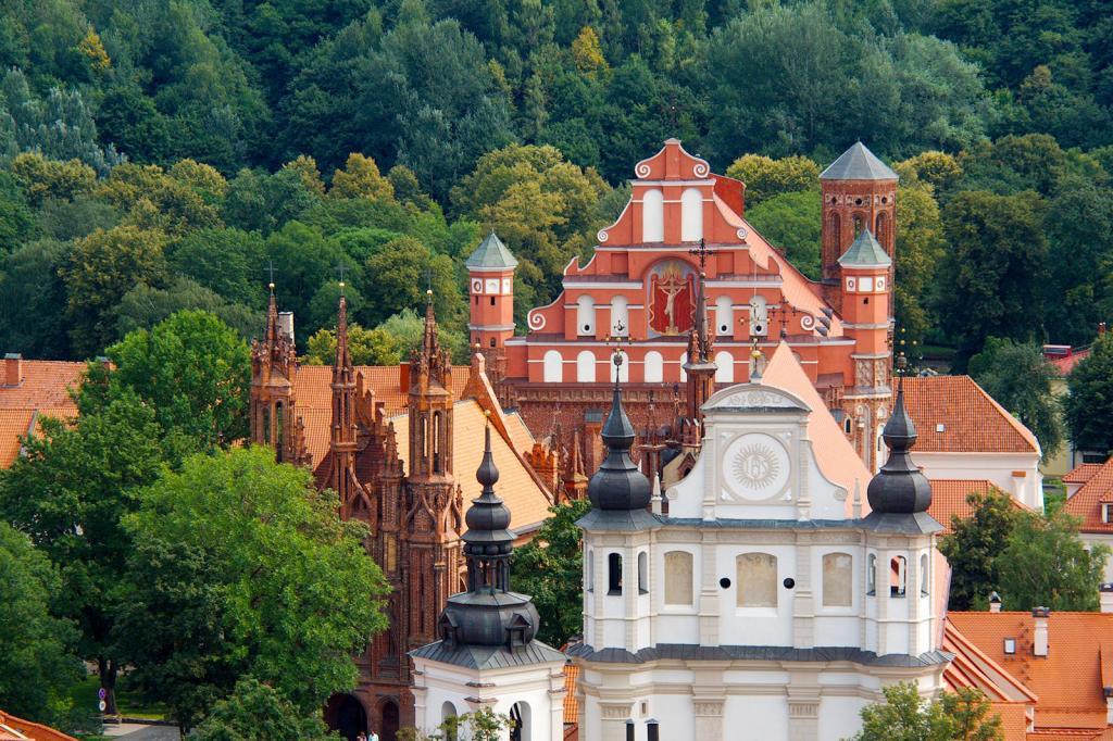 Vilnius, Lituânia: É uma capital rica em história por ser das mais antigas da Europa. Se estivermos atentos, conseguimos reparar facilmente nas diferenças entre o passado e o presente da cidade.