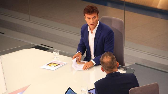 Tony Carreira em entrevista exclusiva no Jornal das 8 (Foto: Carla Castro)