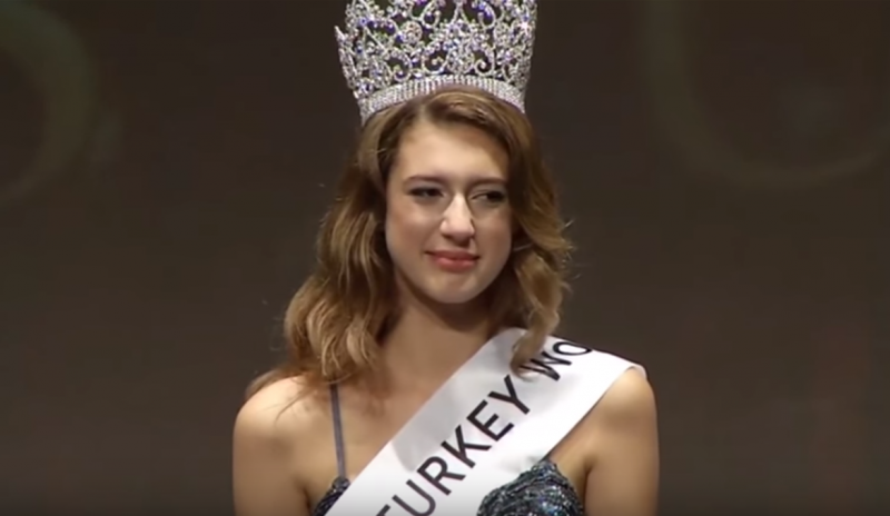 Itir Esen - Miss Turquia destronada