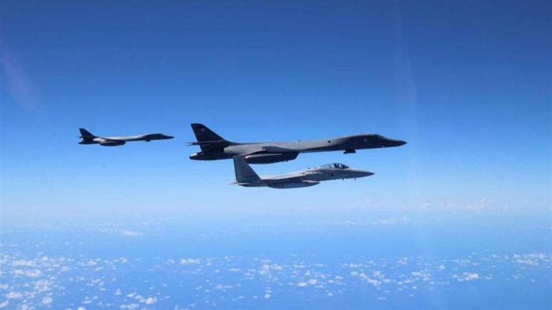 Aviões militares dos Estados Unidos voam perto da Coreia do Norte
