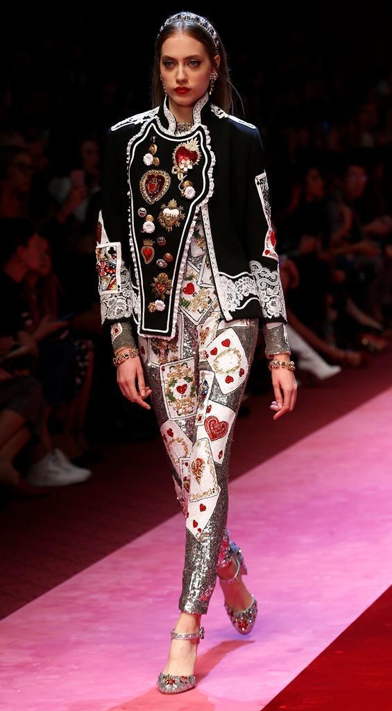 505200537e101 18 35 - Desfile Dolce Gabbana - Coleção prim verão 2018 - Semana da Moda de  Milão 24.09.17 Foto  Reuters