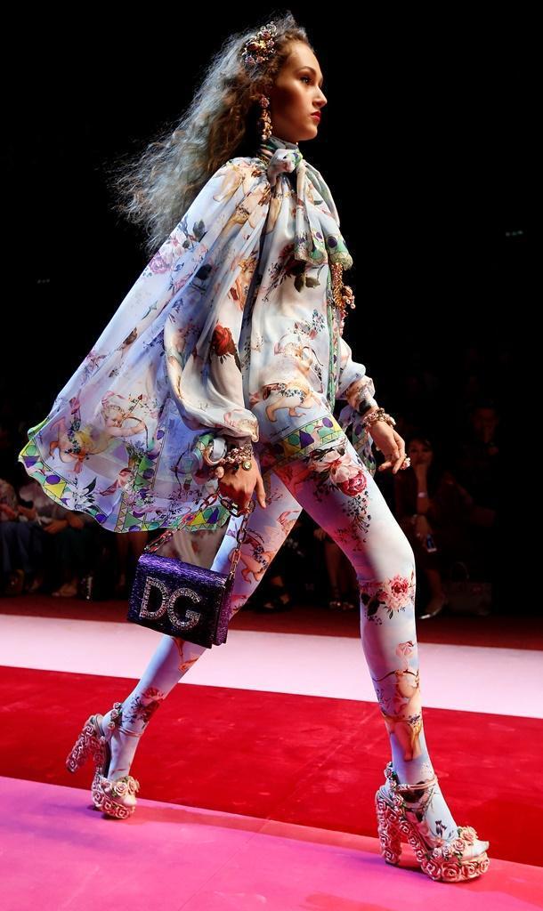 9b225c5d32886 47 78 - Desfile Dolce Gabbana - Coleção prim verão 2018 - Semana da Moda de  Milão 24.09.17 Foto  Reuters