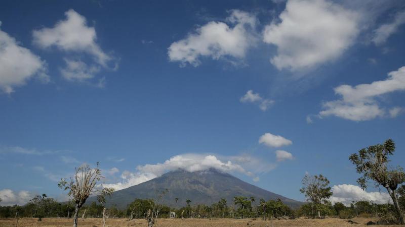 Receio de erupção obriga a retirar milhares de pessoas em Bali