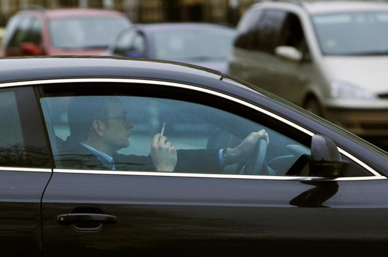 O valor do seu carro pode desvalorizar em mais de 2 mil euros se for fumador...
