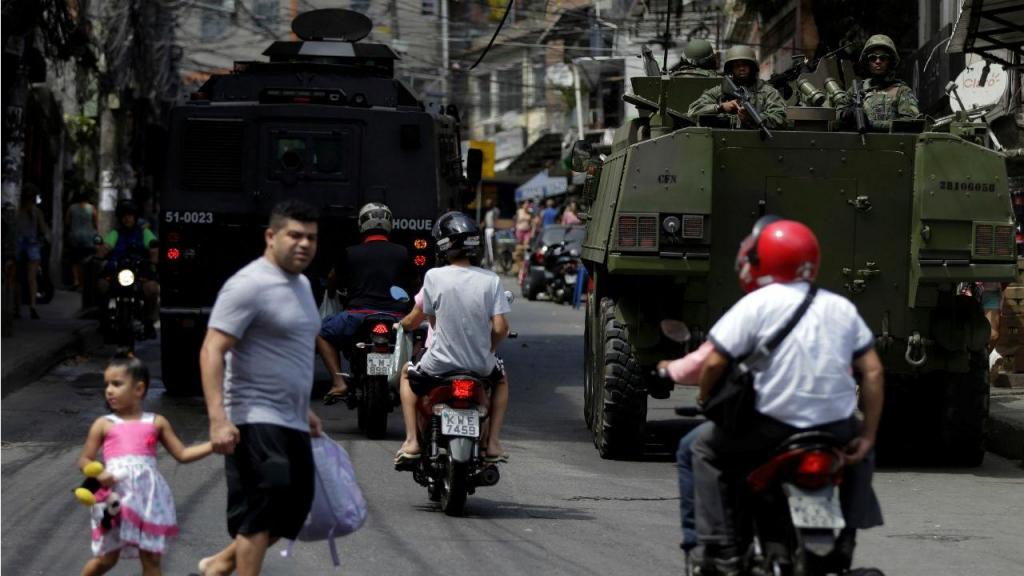O cerco à favela da Rocinha