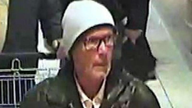 Polícia divulgou imagens do suspeito