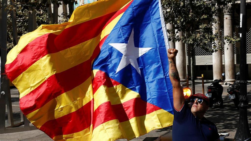 Agricultores levam tratores para o centro de Barcelona para apoiar referendo