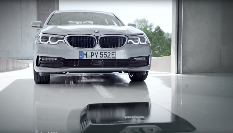 BMW 530e iPerformance com carregamento wireless