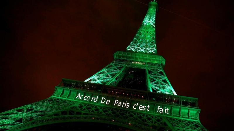 Torre Eiffel assinala Acordo climático de Paris (2016)