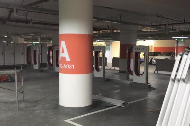 Estação de superchargers em Shangai