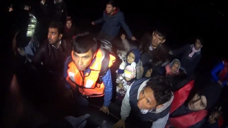 Polícia Marítimaem missão na ilha grega de Lesbos resgatou 33 migrantes