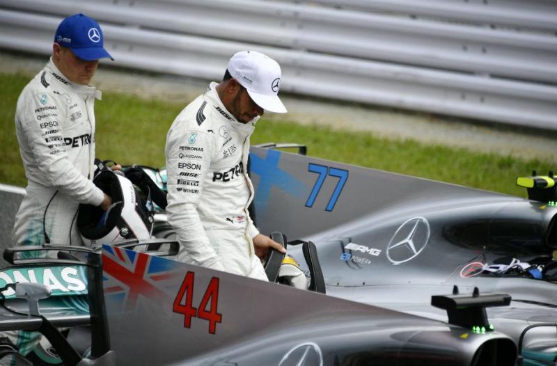 Valtteri Bottas e Lewis Hamilton