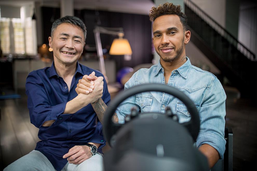 Hamilton ao volante no Gran Turismo Sport