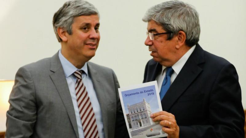 Mário Centeno entrega Orçamento do Estado