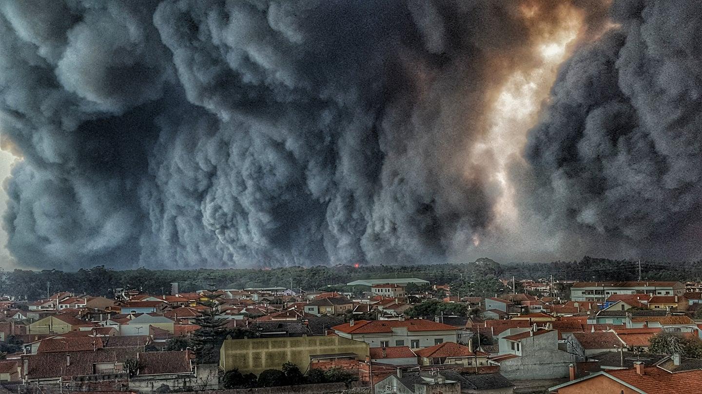Vieira de Leiria, 17:00 horas. A fotografia da autoria do bombeiro Hélio Madeiras.
