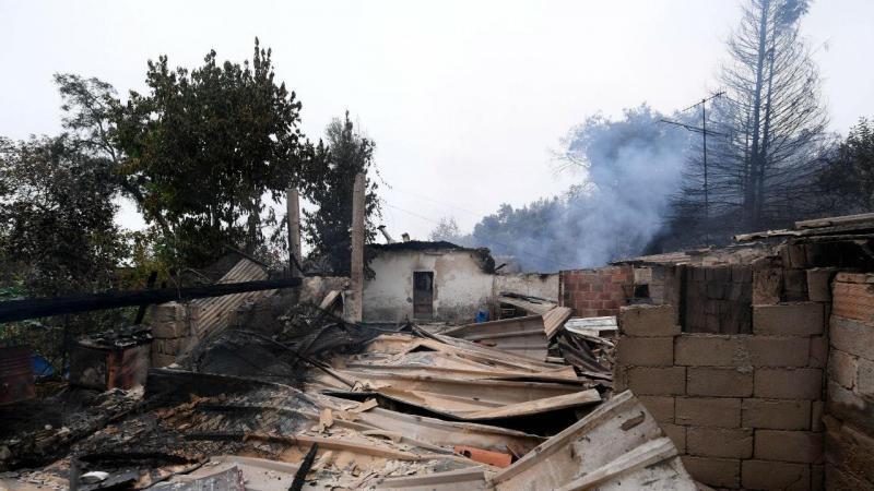 Chamas destroem fábrica e casa em Braga