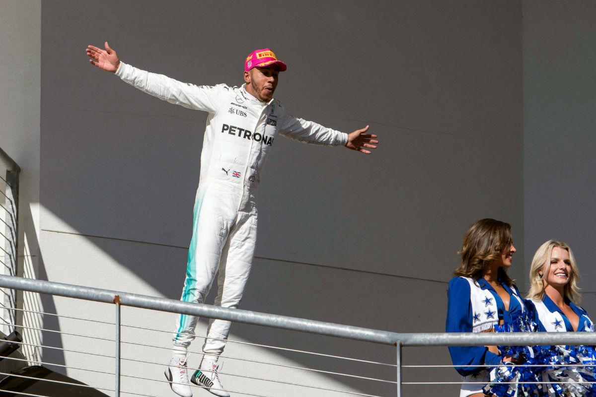 Hamilton feliz com saída e Rosberg