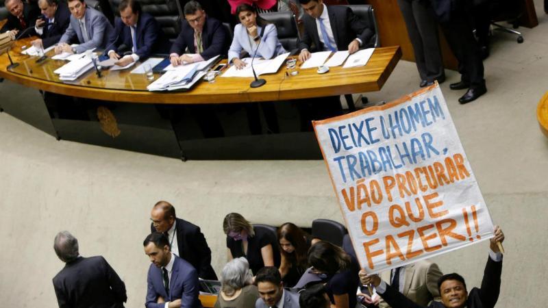 Congresso brasileiro vota sobre julgamento de Michel Temer