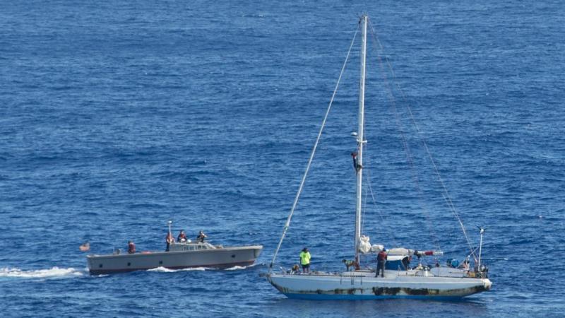 Mulheres resgatadas de veleiro no pacífico