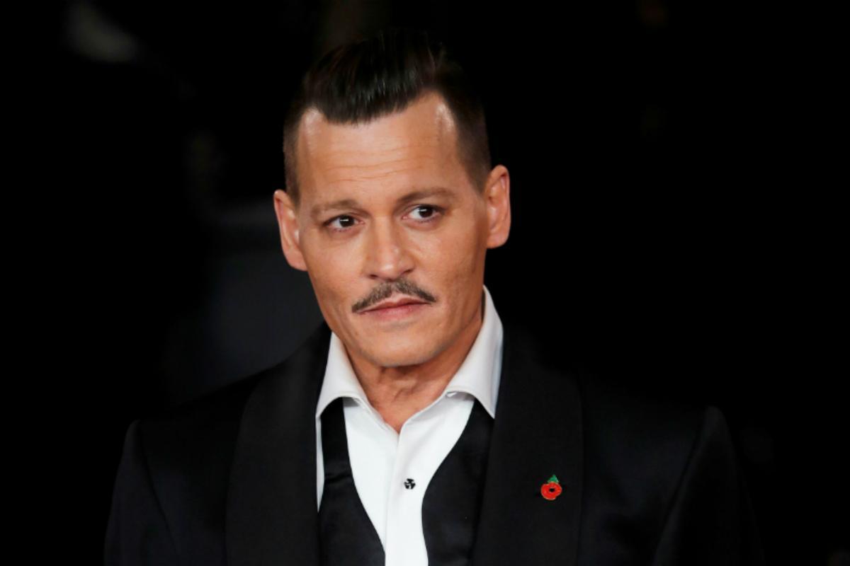 Um Ano Após O Divórcio, Johnny Depp Está Visivelmente Mais