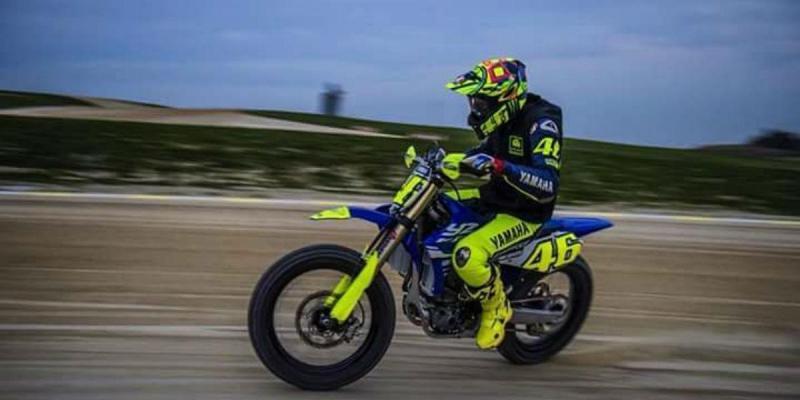 Rossi testa nova Yamaha 450 YZF