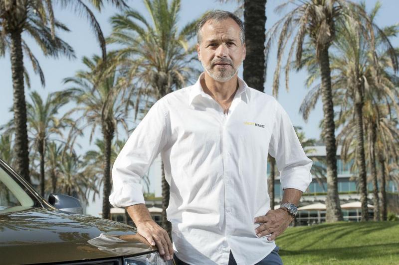 Carlos Sousa no Dakar ao volante de um Duster