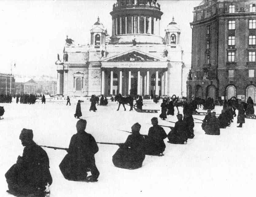 Tropas da Guarda Vermelha preparam-se para o assalto ao Palácio de Inverno
