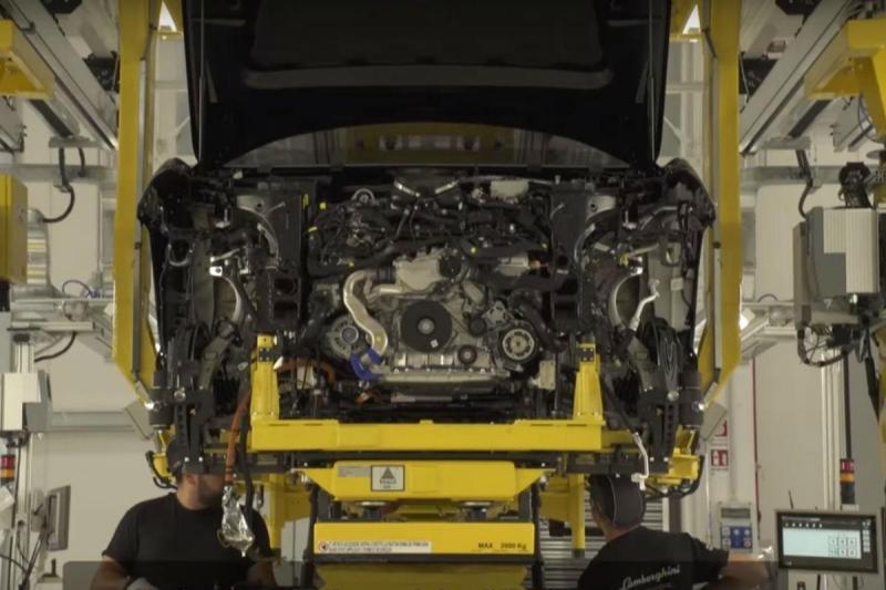 Lamborghini Urus (reprodução YouTube)