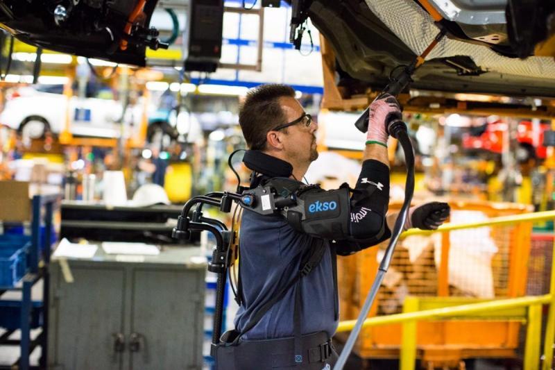 EksoVest criado para minimizar esforço físico dos trabalhadores da Ford