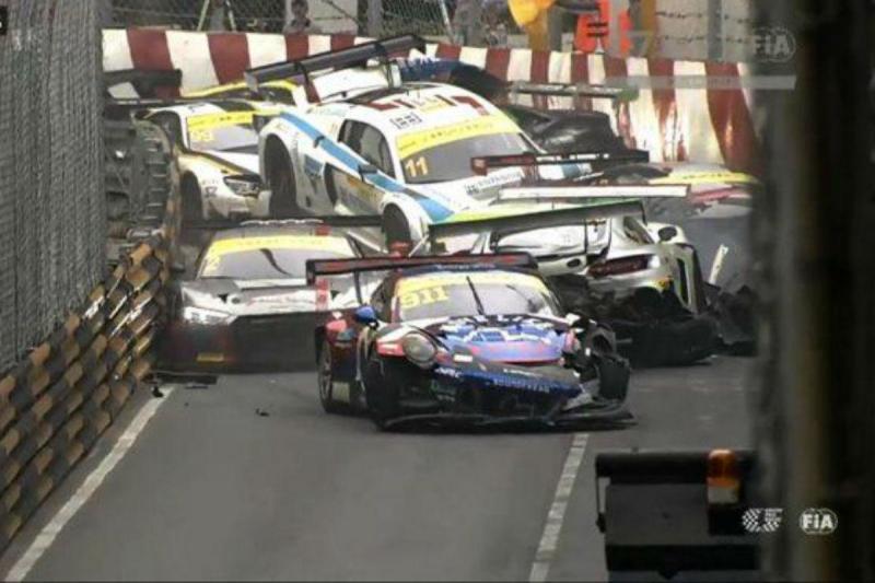 Choque em cadeia com 12 carros no GP de Macau