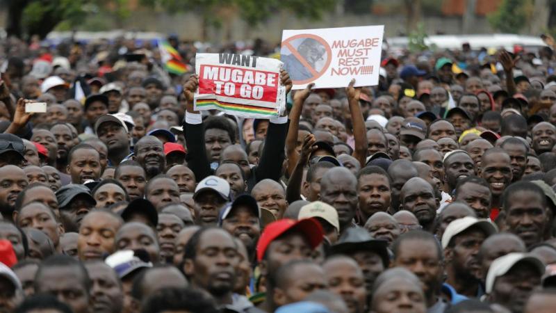 Zimbabué: multidão pede saída de Mugabe