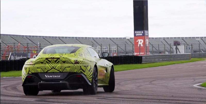 Max Verstappen divertiu-se com o novo Aston Martin