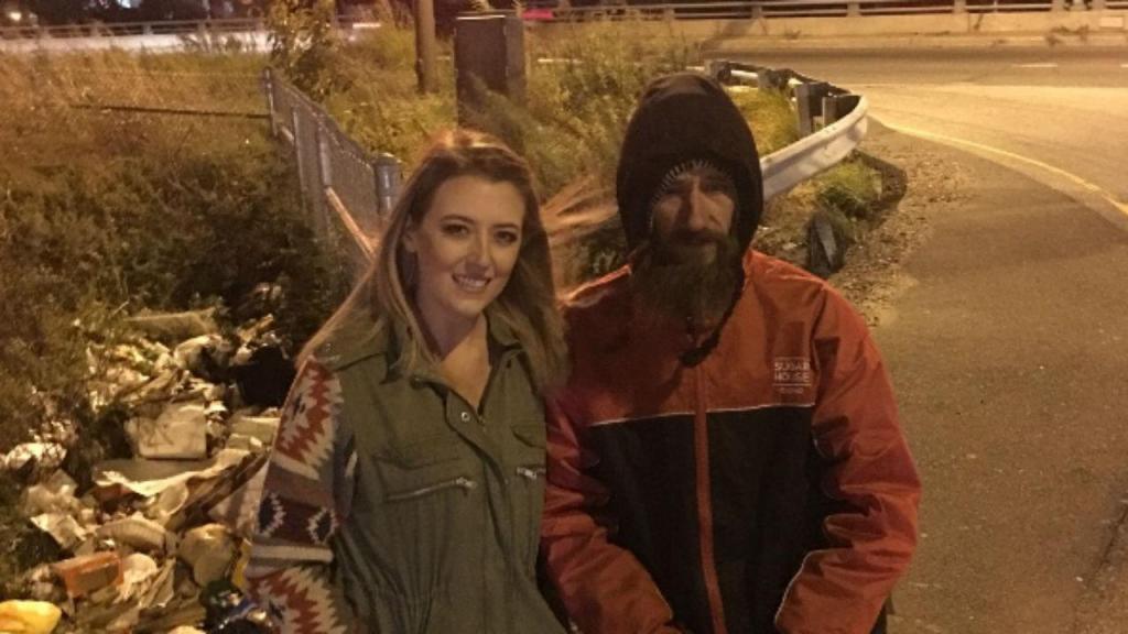 Kate McClure angariou dinheiro para sem-abrigo que a ajudou