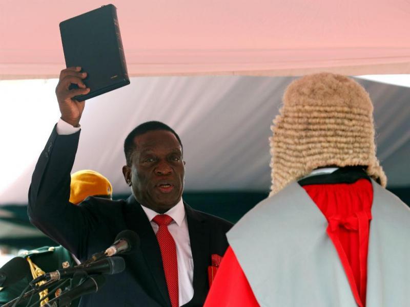 Emmerson Mnangagwa presta juramento como presidente do Zimbabué, Harare, 24 de novembro de 2017