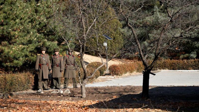 Coreia do Norte cava fosso na fronteira