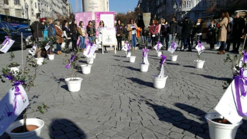 Homenagem às 18 mulheres vítimas de violência doméstica que morreram este ano