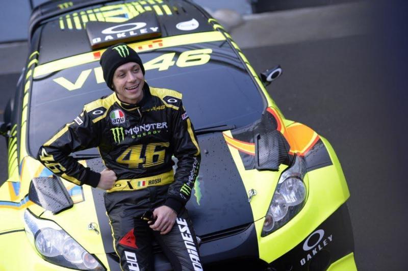 Valentino Rossi dá cartas nas quatro rodas