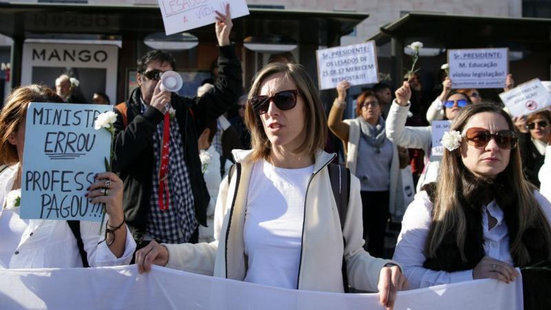 Marcelo Rebelo de Sousa ouve reivindicações de professores. TIAGO PETINGA/LUSA