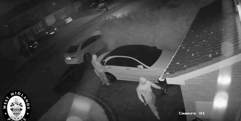 Polícia britânica revela nova técnica de roubo de carros