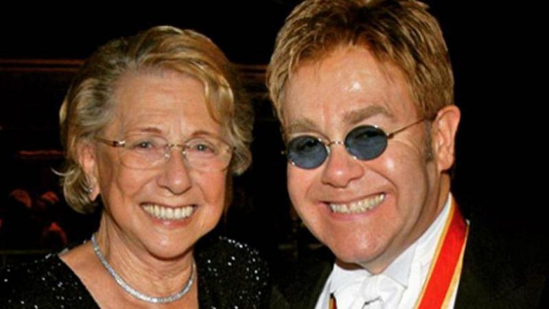Elton John e a mãe, Sheila Farebrother