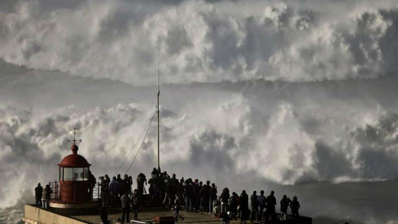 Ondas maiores do que o normal na Nazaré devido à tempestade Ana